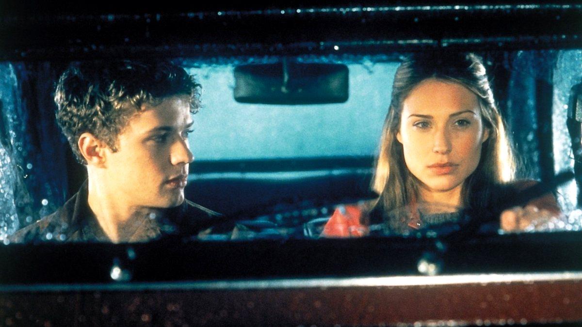 Hacker hero Ryan Philippe and girlfriend Claire Forlani in Antitrust (2001)