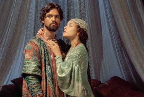 Dougray Scott as the sultan Schariar and Mili Avital as Scheherazade in Arabian Nights (2000)
