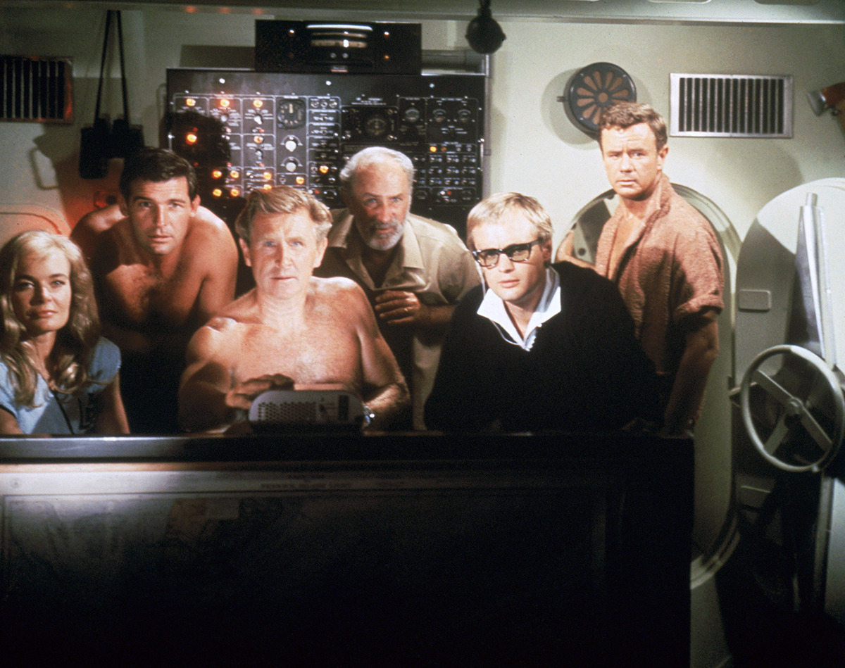 The crew of The Hydronaut - Shirley Eaton, Brian Kelly, Lloyd Bridges, Keenan Wynn, David McCallum, Marshall Thompson in Around the World Under the Sea (1966)