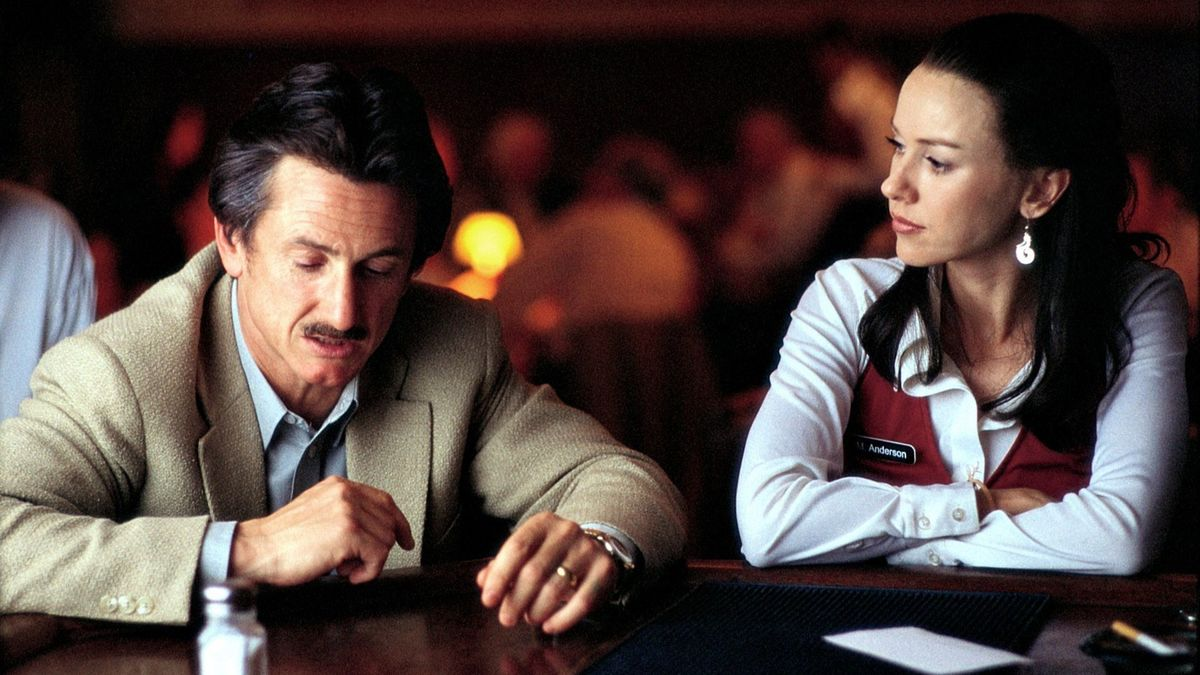 Sam Bicke (Sean Penn) attempts to reconnect with ex-wife Naomi Watts in The Assassination of Richard Nixon (2004)