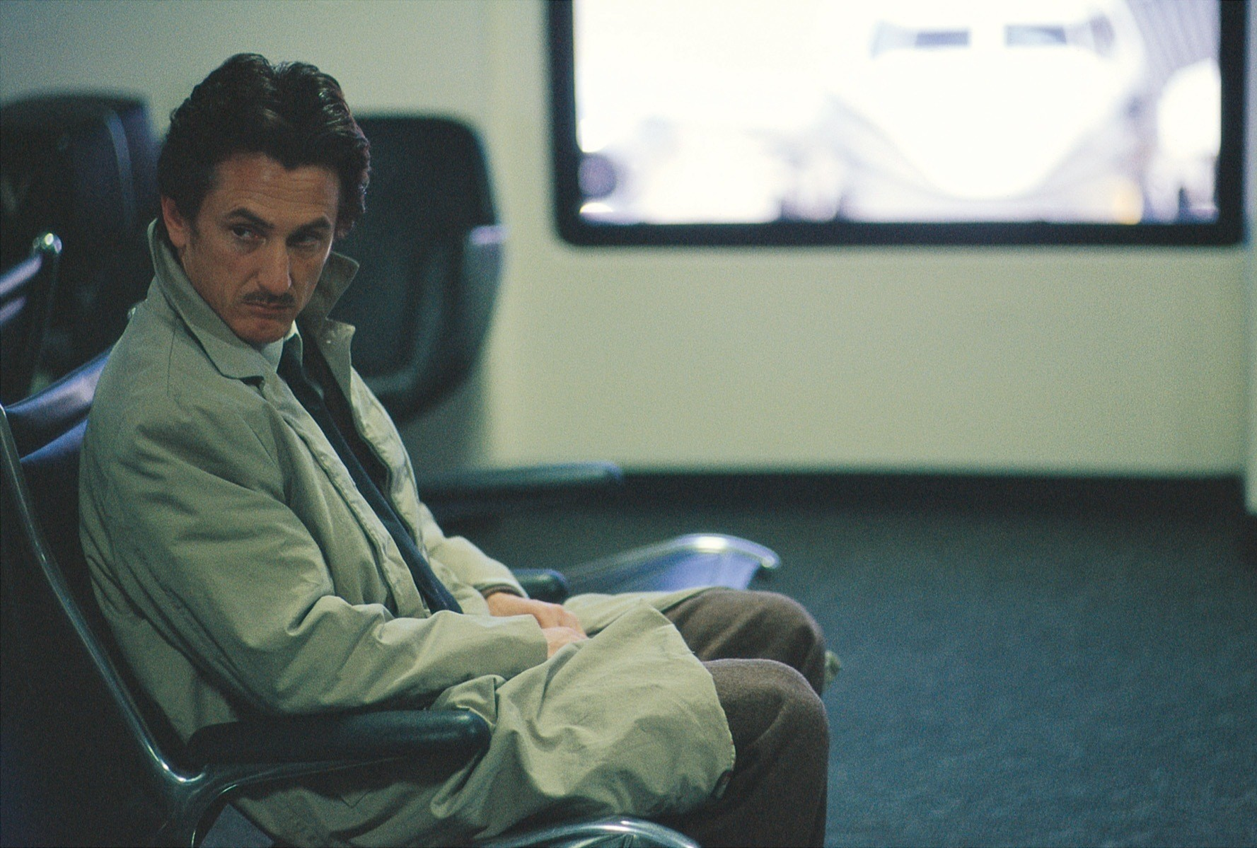 Sean Penn as Sam Bicke, an ordinary man frustrated by failures in life in The Assassination of Richard Nixon (2004)