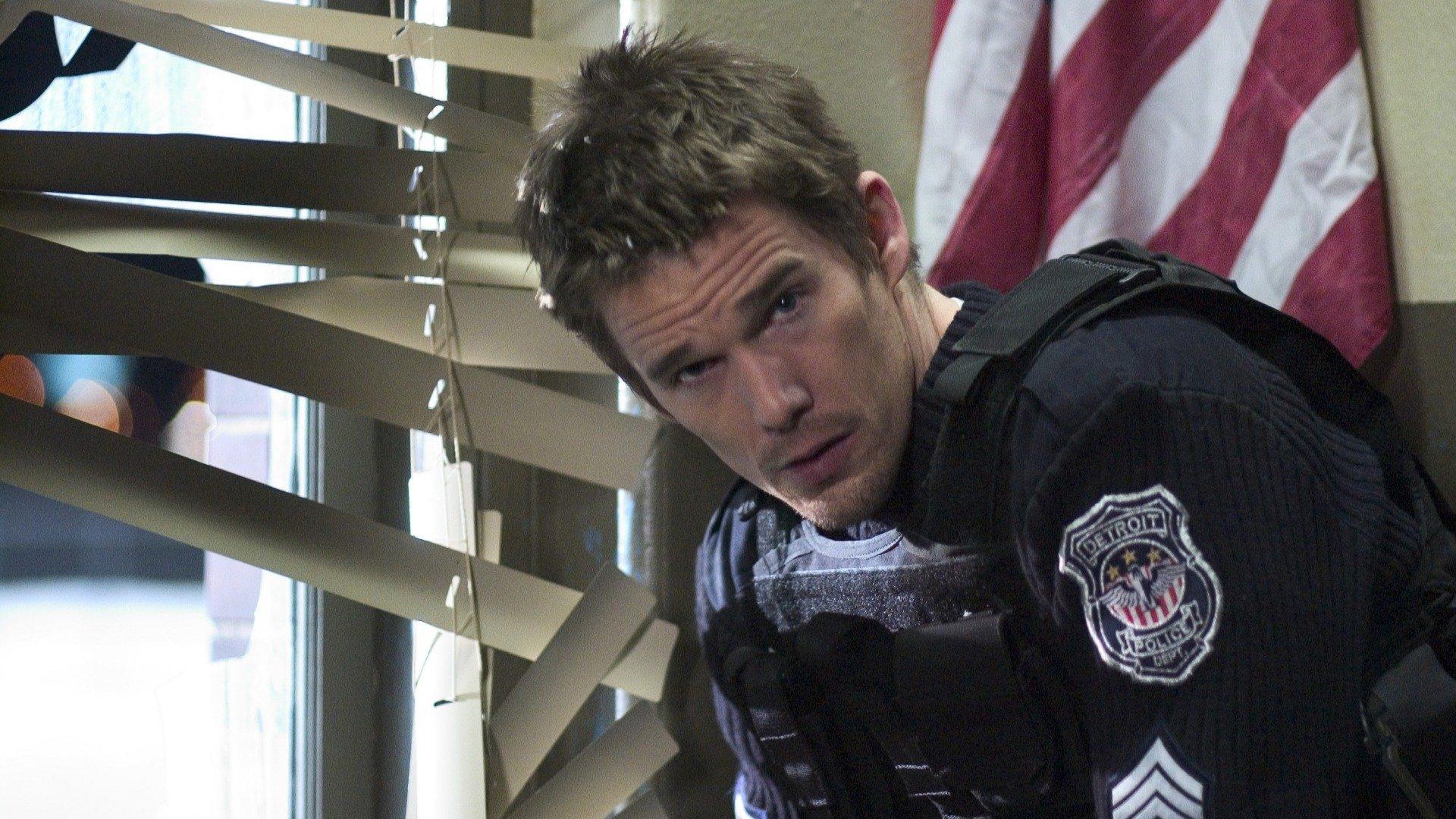 Ethan Hawke as Sergeant Jake Roenick in Assault on Precinct 13 (2005)