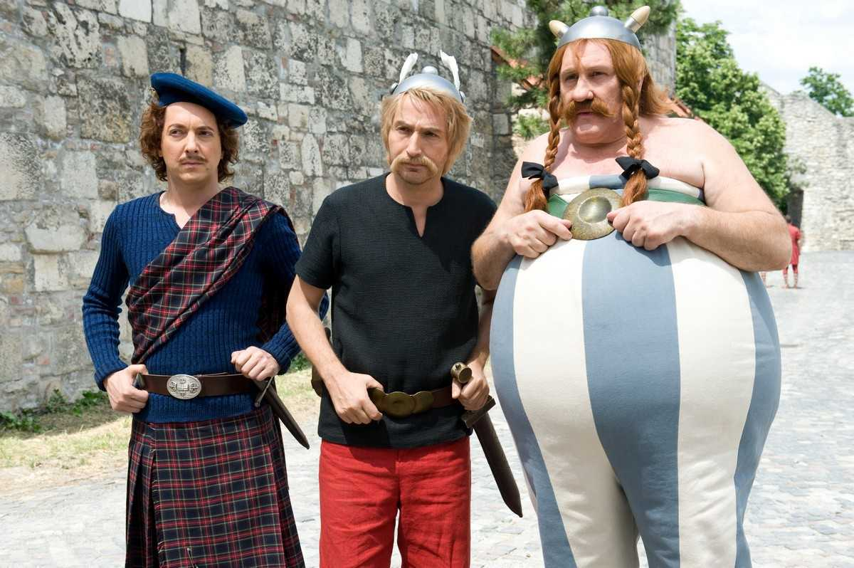 (l to r) Jolitorax (Guillaume Gallienne), Asterix (Edouard Baer) and Obelix (Gerard Depardieu) in Asterix and Obelix: God Save Britannia (2012)