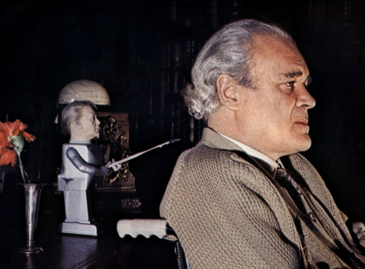 Patrick Magee stalked by an animated doll in Asylum (1972)