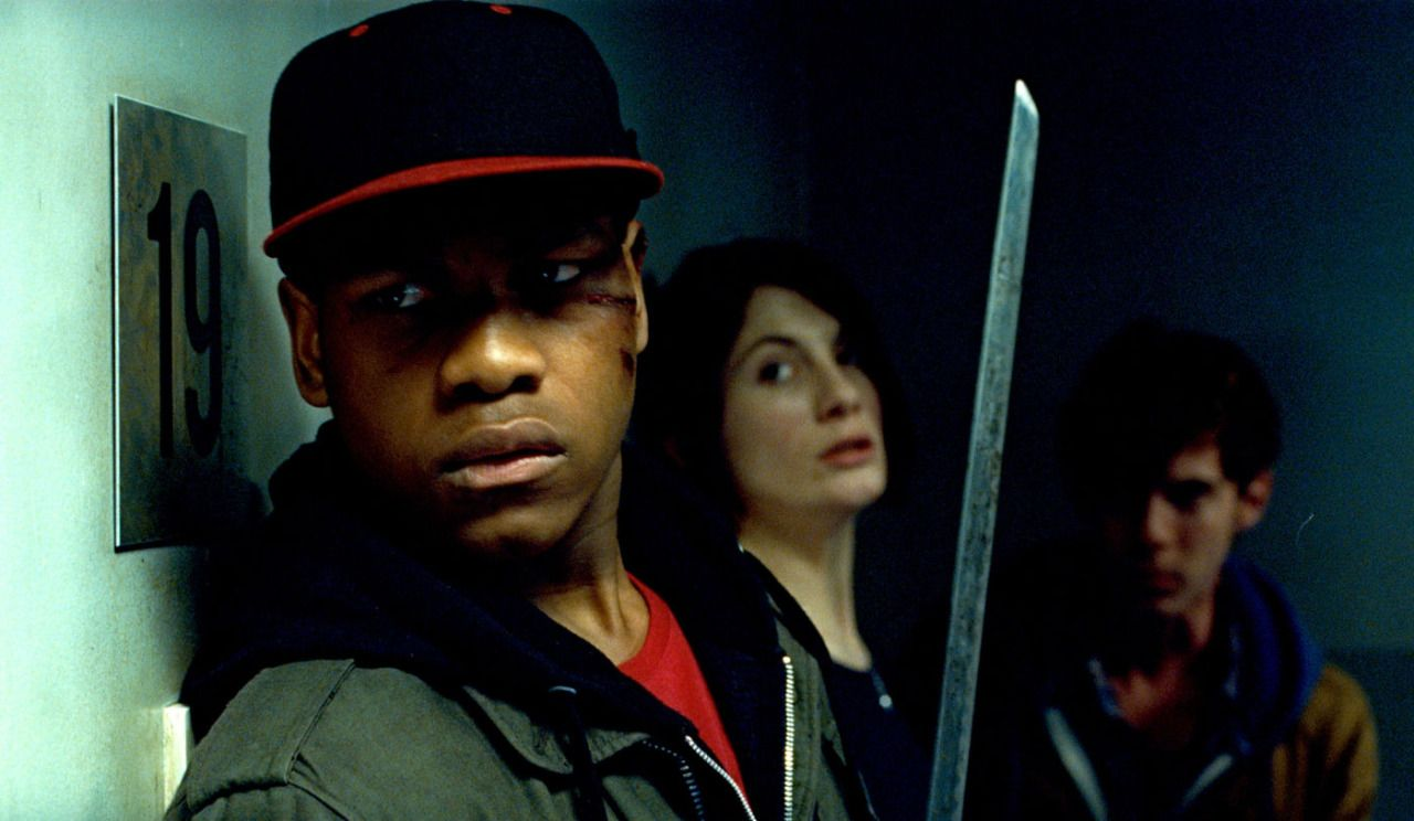 Leading the attack back against the alien threat - (front to back) John Boyega, Jodie Whittaker, Luke Tredaway in Attack the Block (2011)