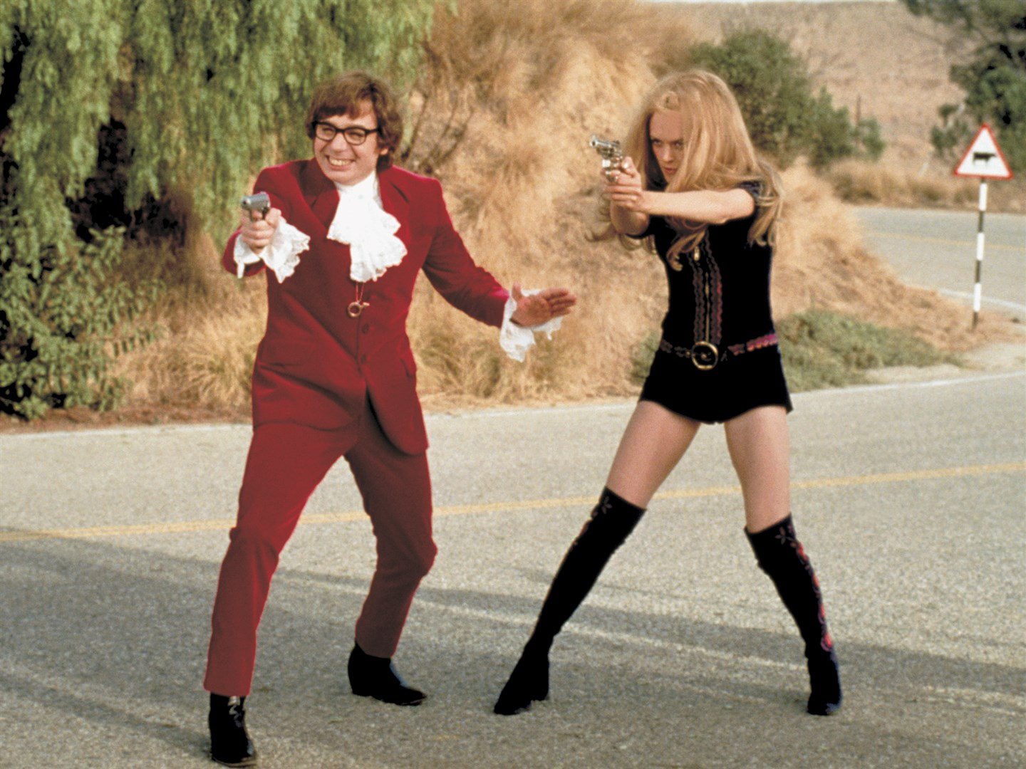 Austin Powers (Mike Myers) and CIA agent Felicity Shagwell (Heather Graham) in Austin Powers: The Spy Who Shagged Me (1999)
