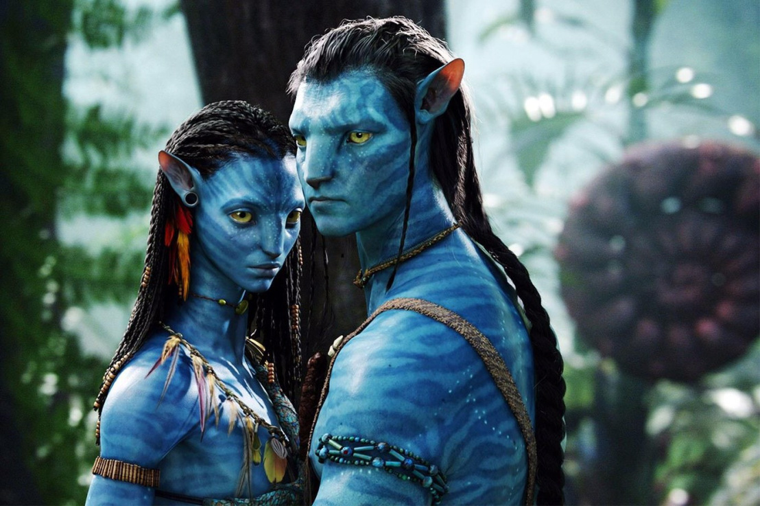 Jake Scully (Sam Worthington) in his avatar body along with Neytiri (Zoe Saldana) in Avatar (2009)