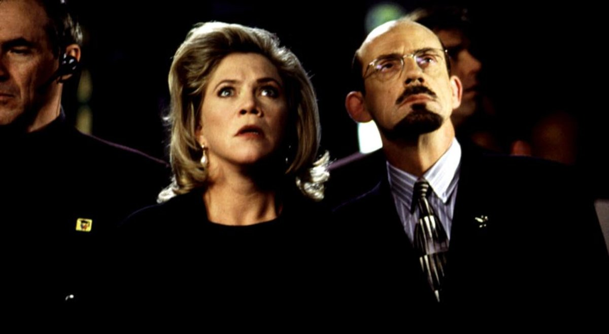 A villainous Kathleen Turner and Christopher lloyd in Baby Geniuses (1999)