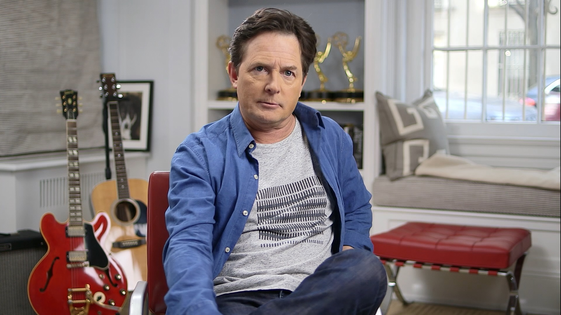 An interviewed Michael J. Fox in Back in Time (2015)
