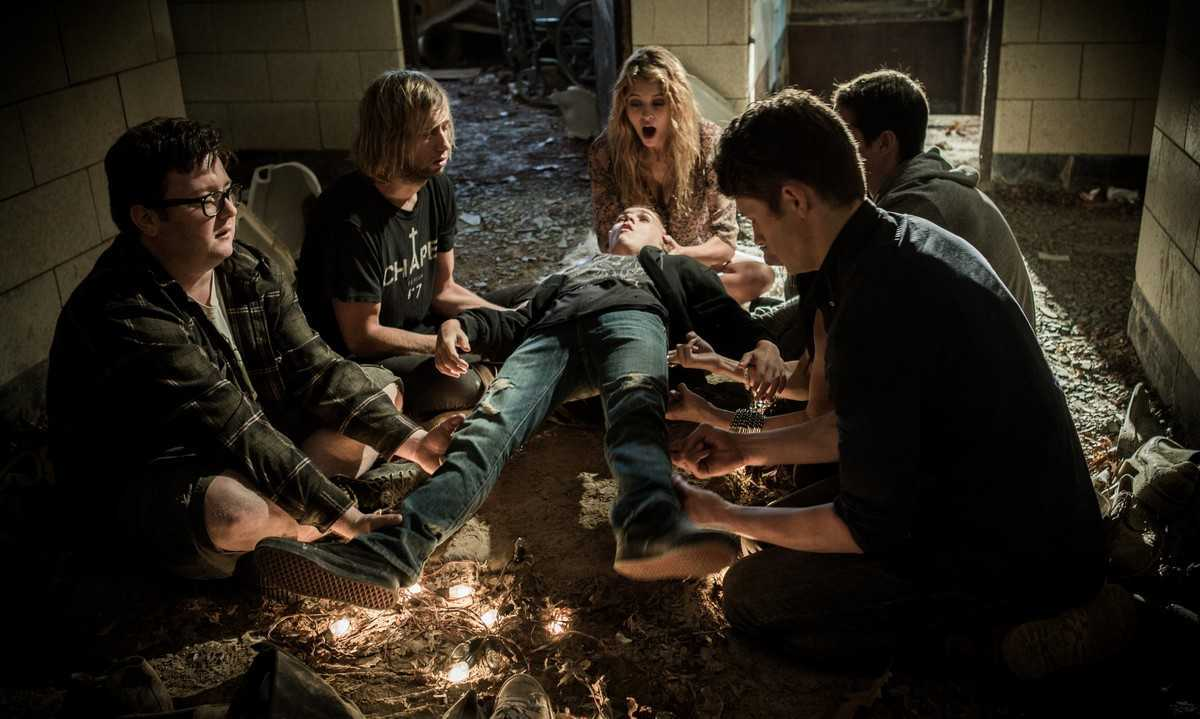 The group - (clockwise from left) Nick Nicotera, Nick Nordella, Gage Golightly Kelly Blatz and Brett Dier - attempt to levitate Michael Ormsby (c) in Backmask (2015)