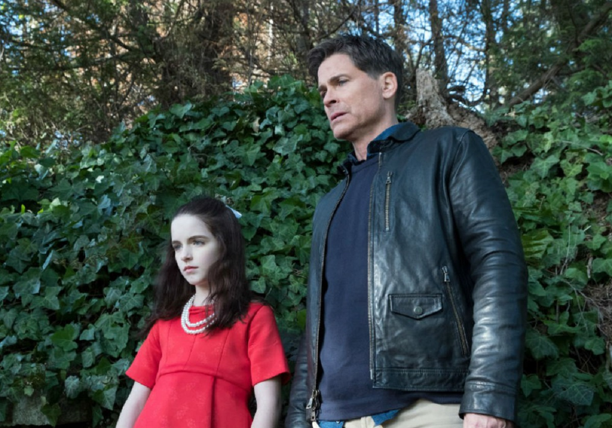 Father Rob Lowe (also the film's director) and evil child Emma (McKenna Grace) in The Bad Seed (2018)