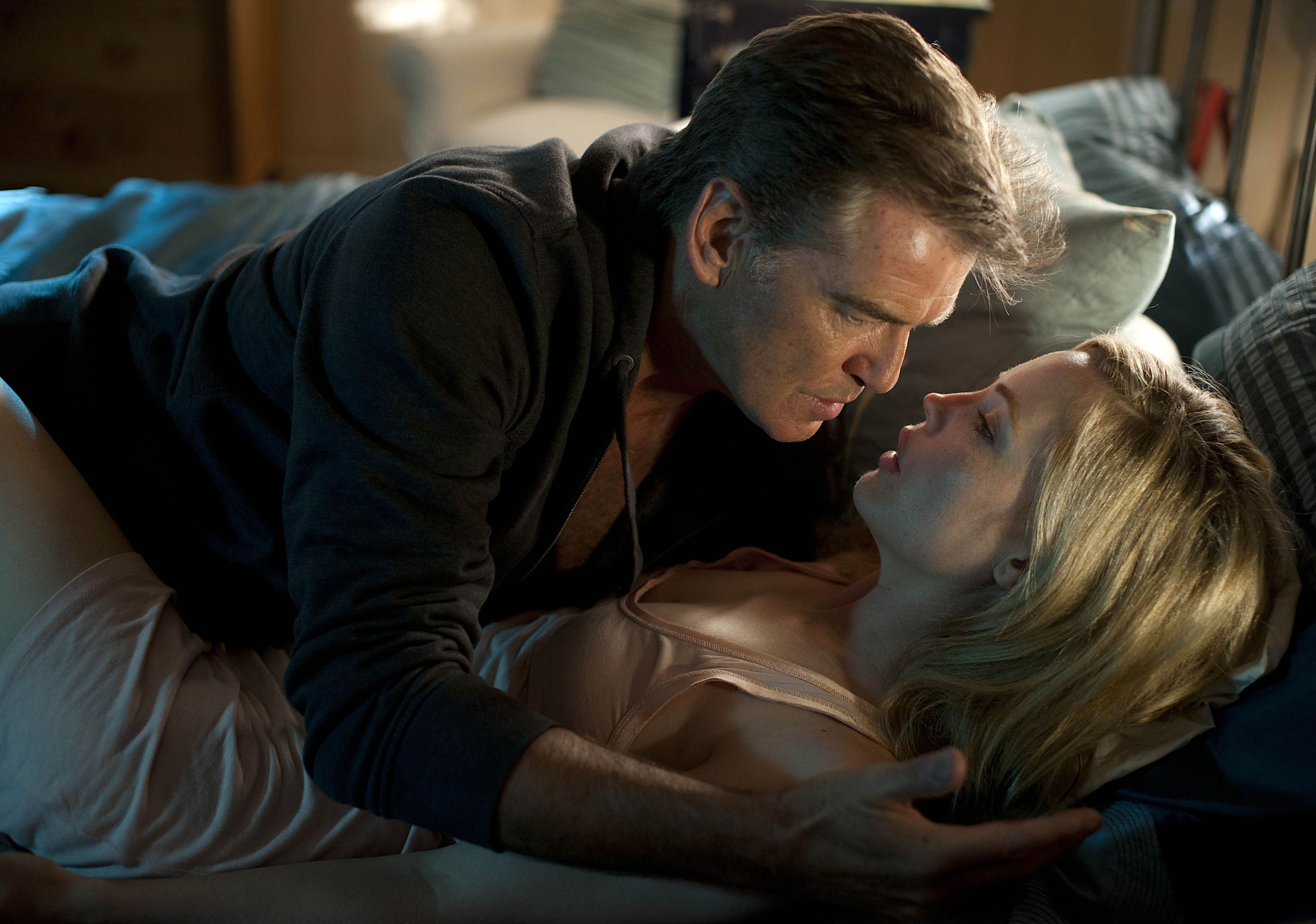 Pierce Brosnan, Melissa George in Bag of Bones (2011)
