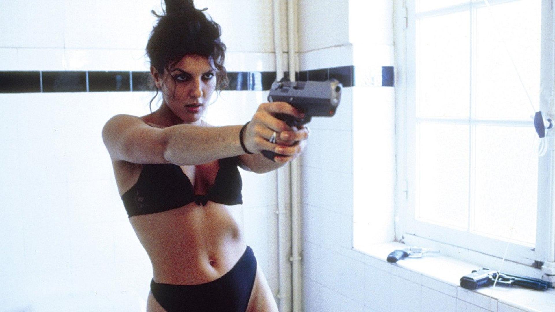 Karen Bach on a shooting spree in Baise-Moi (2000)