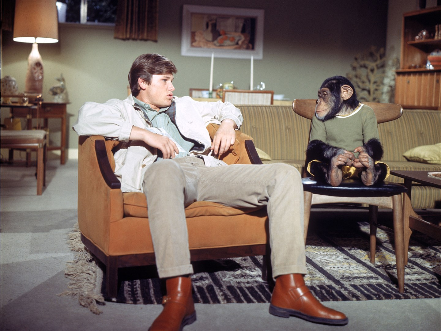 Kurt Russell and chimpanzee friend in The Barefoot Executive (1971)
