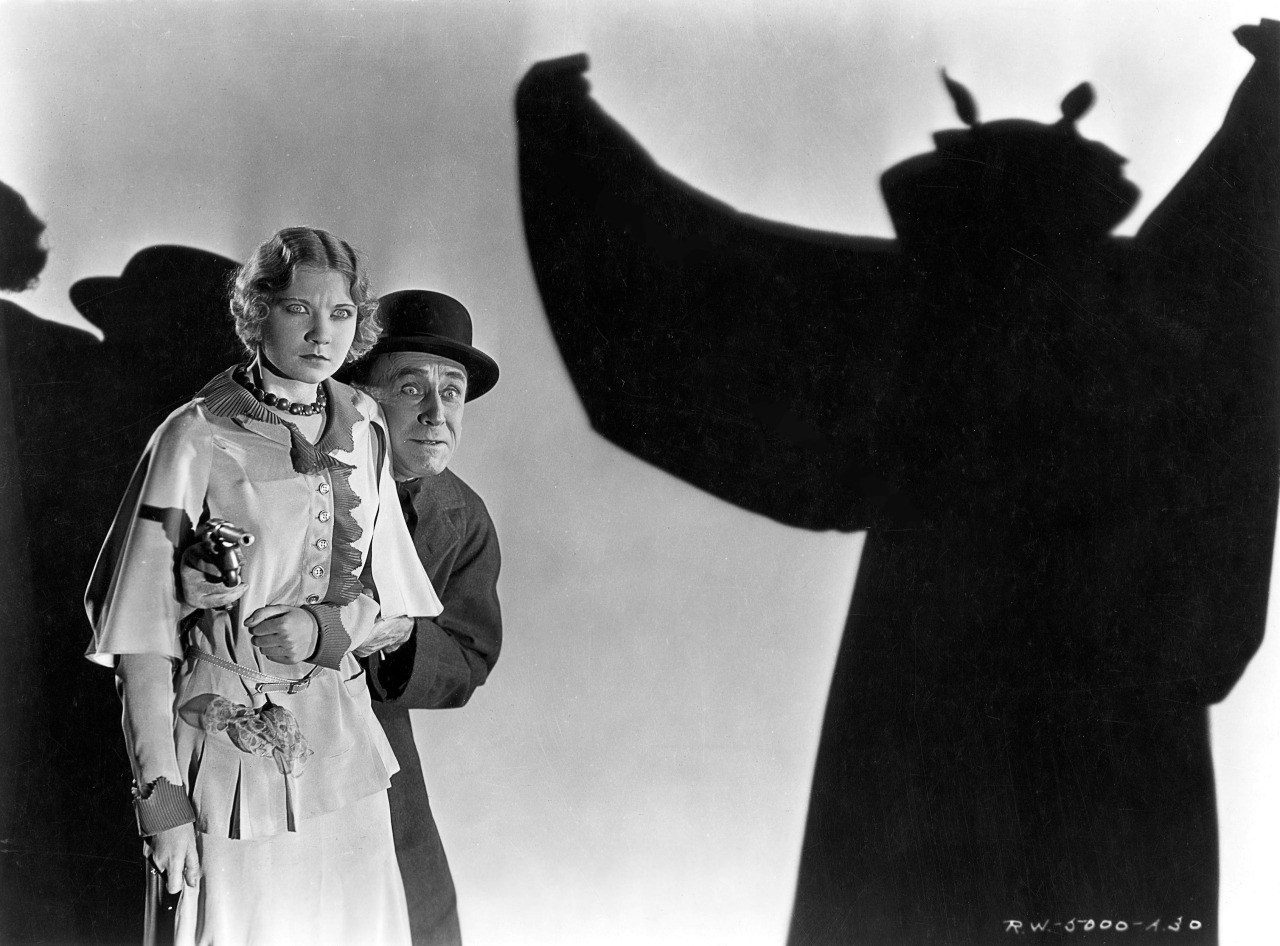 Una Merkel and detective Chance Ward face The Bat in The Bat Whispers (1930)