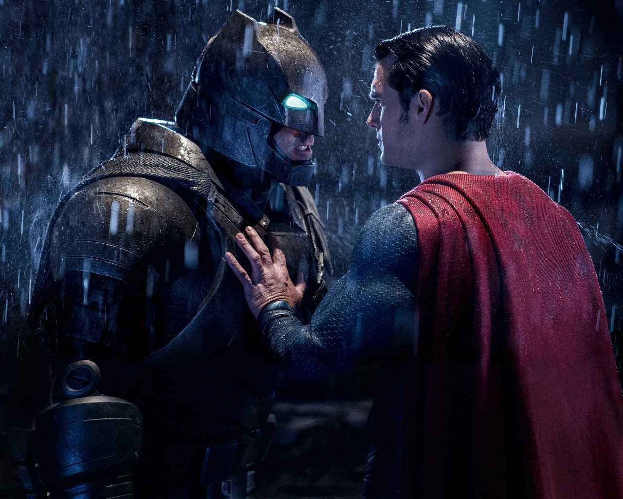 Batman (Ben Affleck) vs Superman (Henry Cavill) in Batman V. Superman: Dawn Of Justice (2016)