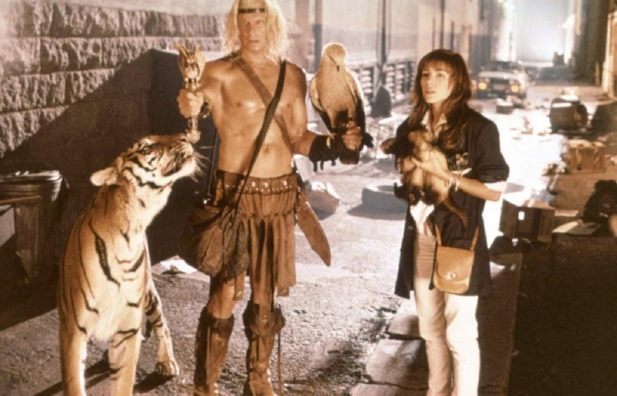 Dar (Marc Singer) and animal companions along with modern girl Kari Wuhrer in contemporary L.A.. in Beastmaster 2: Through the Portal of Time (1991)