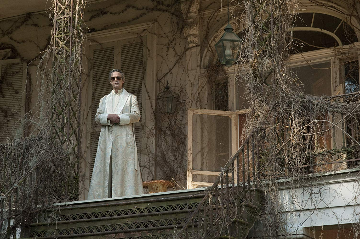 Jeremy Irons as sorcerer Macon Ravenwood in Beautiful Creatures (2013)