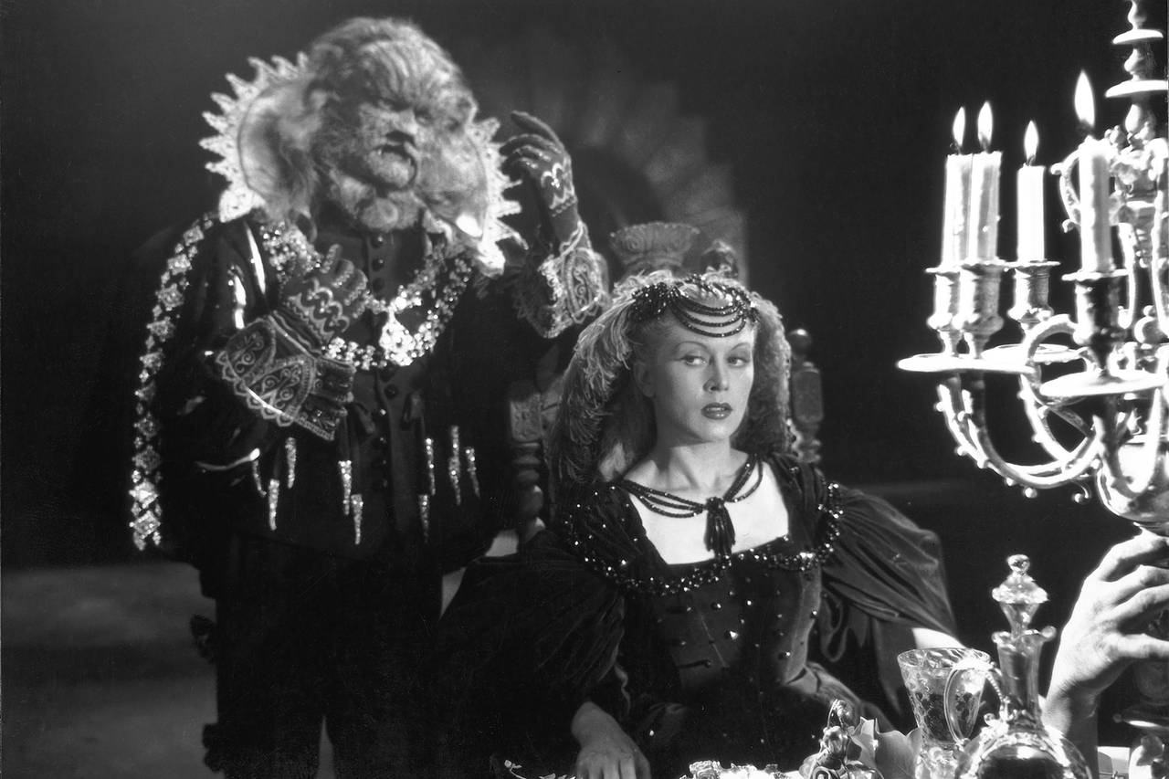 The beast (Jean Marais) hovers while Beauty (Josette Day) dines in Beauty and the Beast (1946)