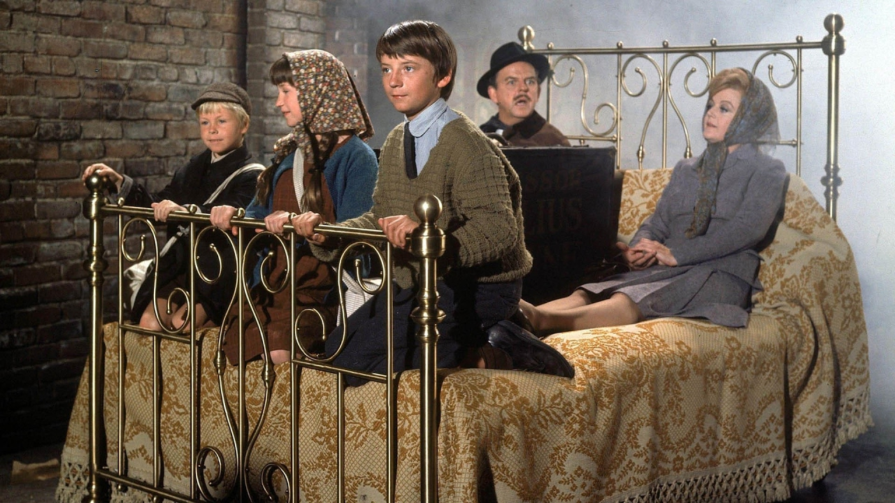 About to depart on an adventure on a flying bed - Roy Snart, Cindy O'Callaghan, Ian Weighill, David Tomlinson and Angela Lansbury in Bedknobs and Broomsticks (1971)