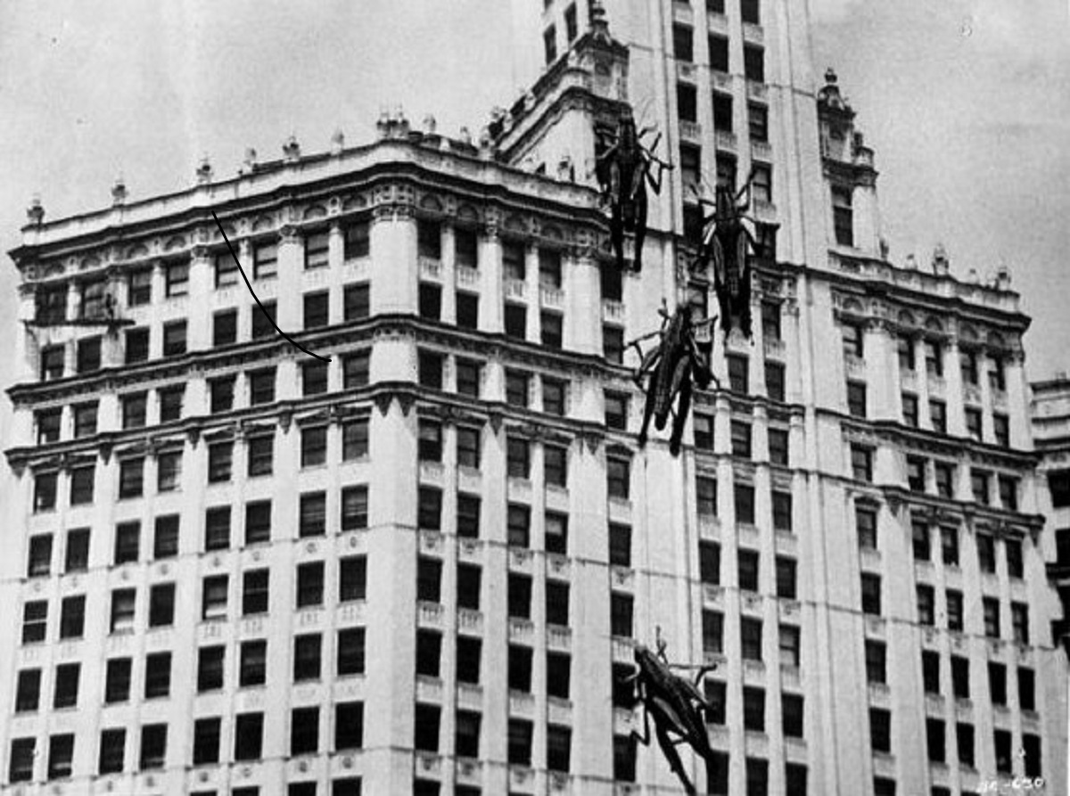 Giant grasshoppers overrun Chicago in Beginning of the End (1957)