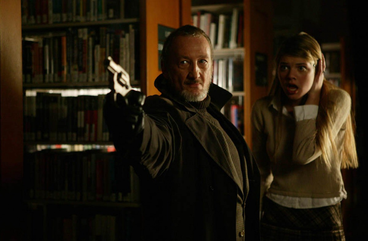 Behind the Mask: The Obsessed psychologist Robert Englund steps up to protect Survivor Girl Kate Lang Johnson in Rise of Leslie Vernon (2006)
