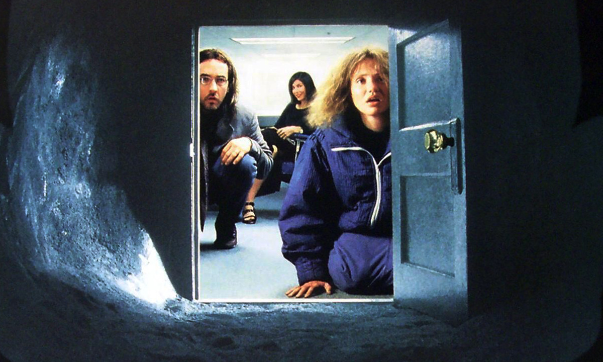 (l to r) John Cusack, Catherine Keener and Cameron Diaz enter the portal in Being John Malkovich (1999)
