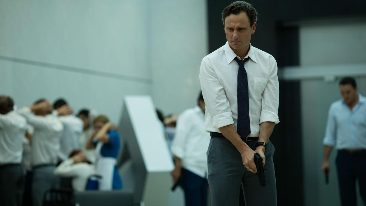 Boss Tony Goldwyn begins eliminating employees in The Belko Experiment (2016)