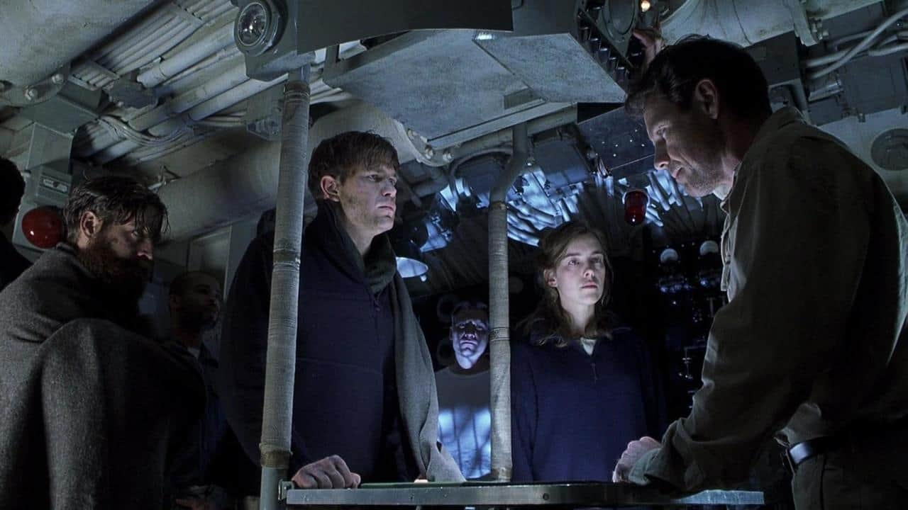 Aboard the submarine - (l to r) Zach Galifianakis, Matt Davis, Olivia Williams and Bruce Greenwood in Below (2002)