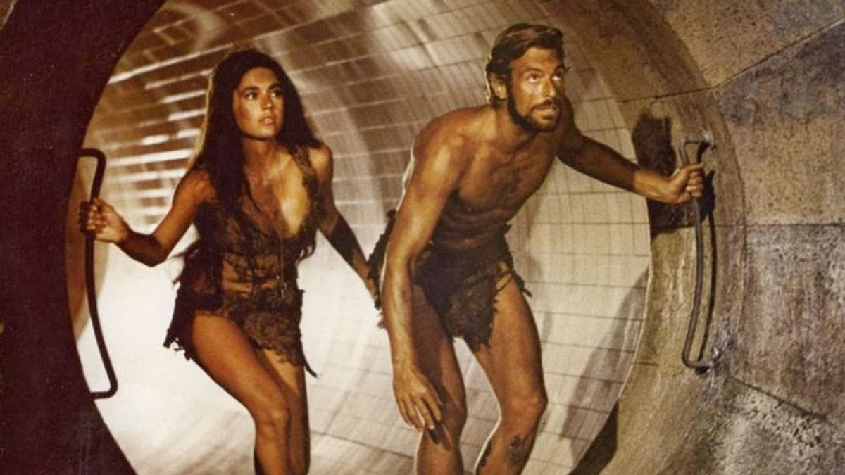 Nova (Linda Harrison) and Brent (James Franciscus) enter the ruins of New York City in Beneath the Planet of the Apes (1970)