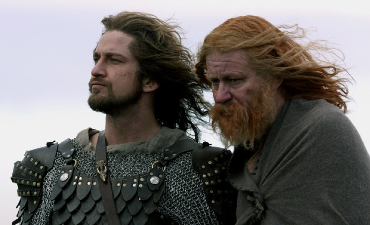 (l to r) Beowulf (Gerard Butler) and King Hrothgar (Stellan Skarsgård) in Beowulf and Grendel (2005)