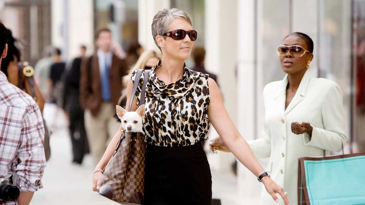 Jamie Lee Curtis in Beverly Hills Chihuahua (2008)