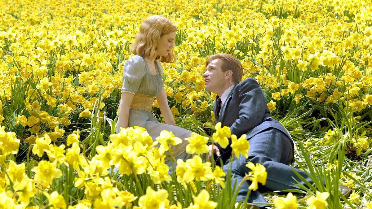 The younger versions of Edward Bloom (Ewan McGregor) and Sandra (Alison Lohman) in Big Fish (2003)