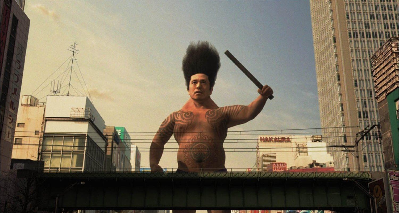 Big Man Japan (Hitoshi Matsumoto) goes into action in Big Man Japan (2007)