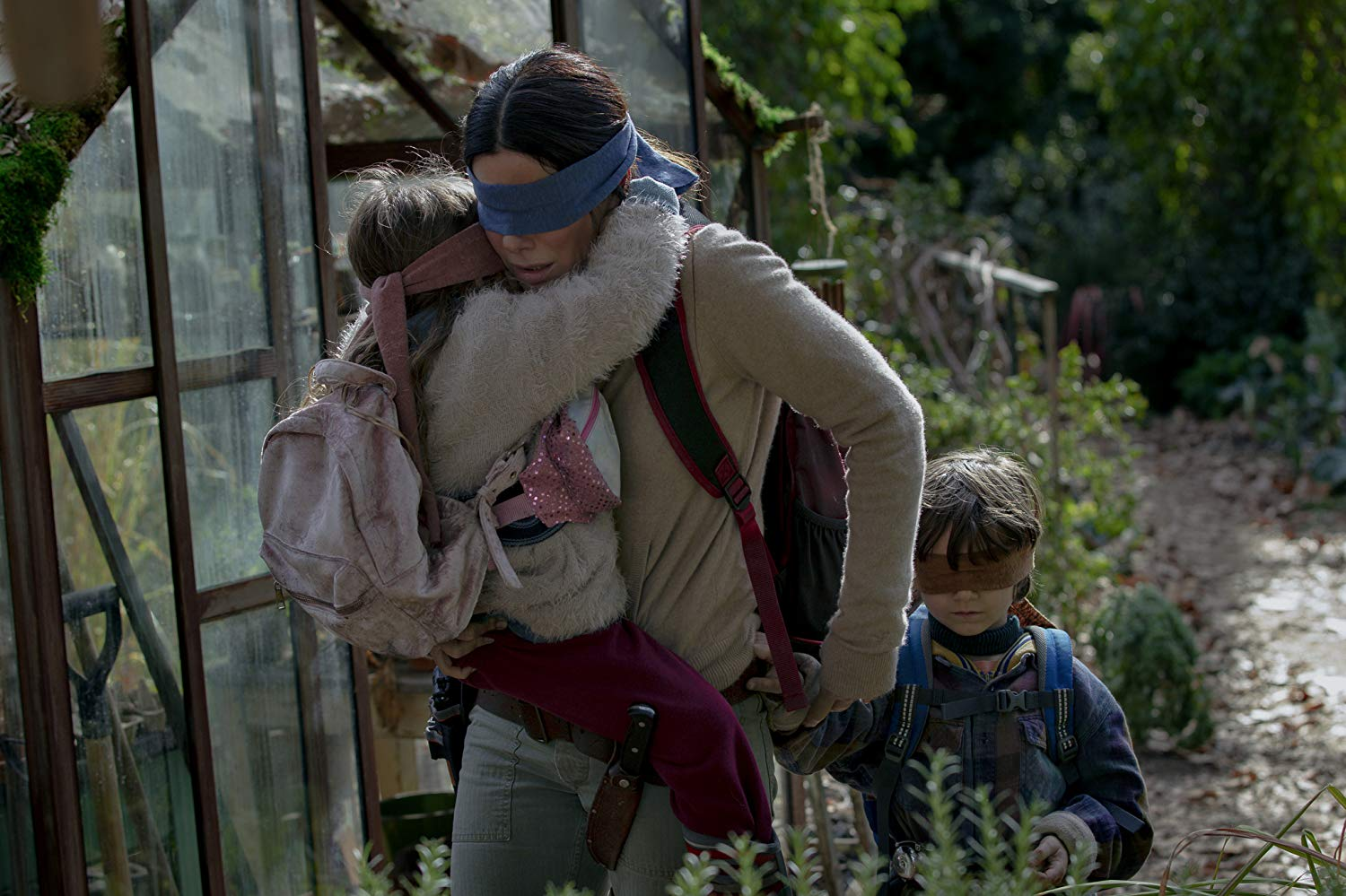 Sandra Bullock tries to guide the two children (Vivien Lyra Blair and Julian Edwards) while blindfolded in Bird Box (2018)