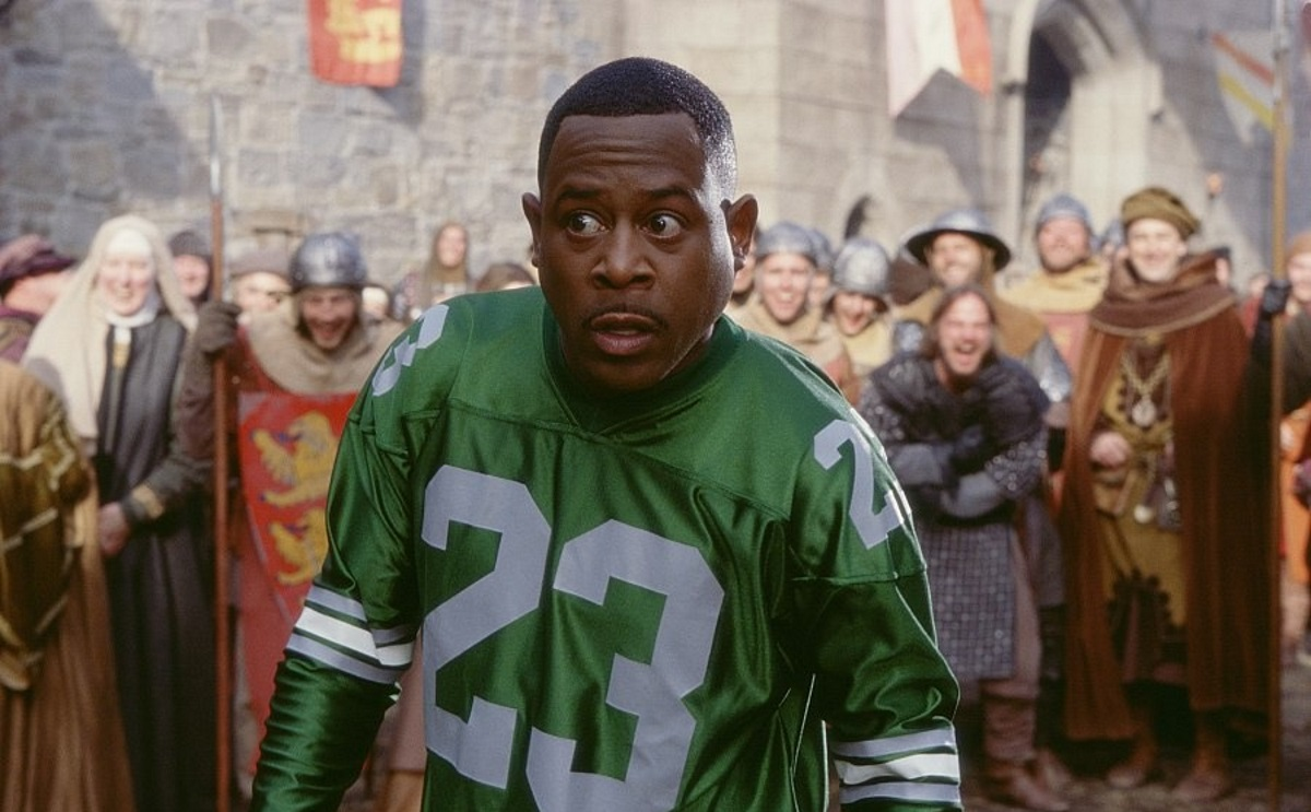 Martin Lawrence, a modern man thrown back in time to the Mediaeval era in Black Knight (2001)