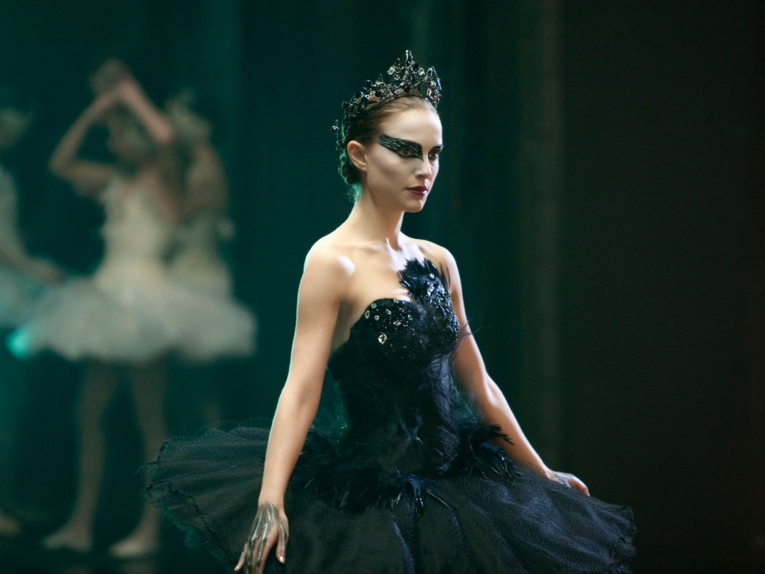 Natalie Portman plays the Black Swan (2010)