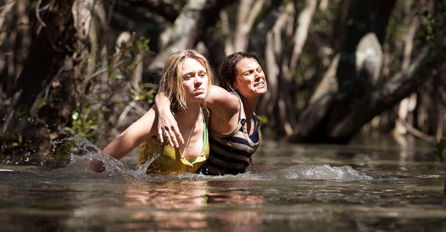 (l to r) Maeve Dermody and Diana Glenn in Black Water (2007)