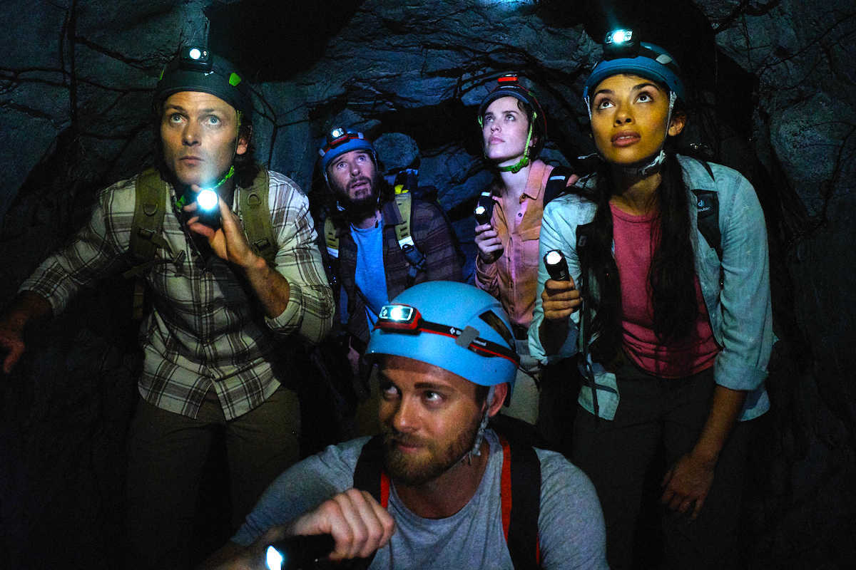 Venturing down into a cave Benjamin Hoetjes, Anthony J. Sharpe, Jessica McNamee, Amali Golden and Luke Mitchell in Black Water: Abyss (2020)