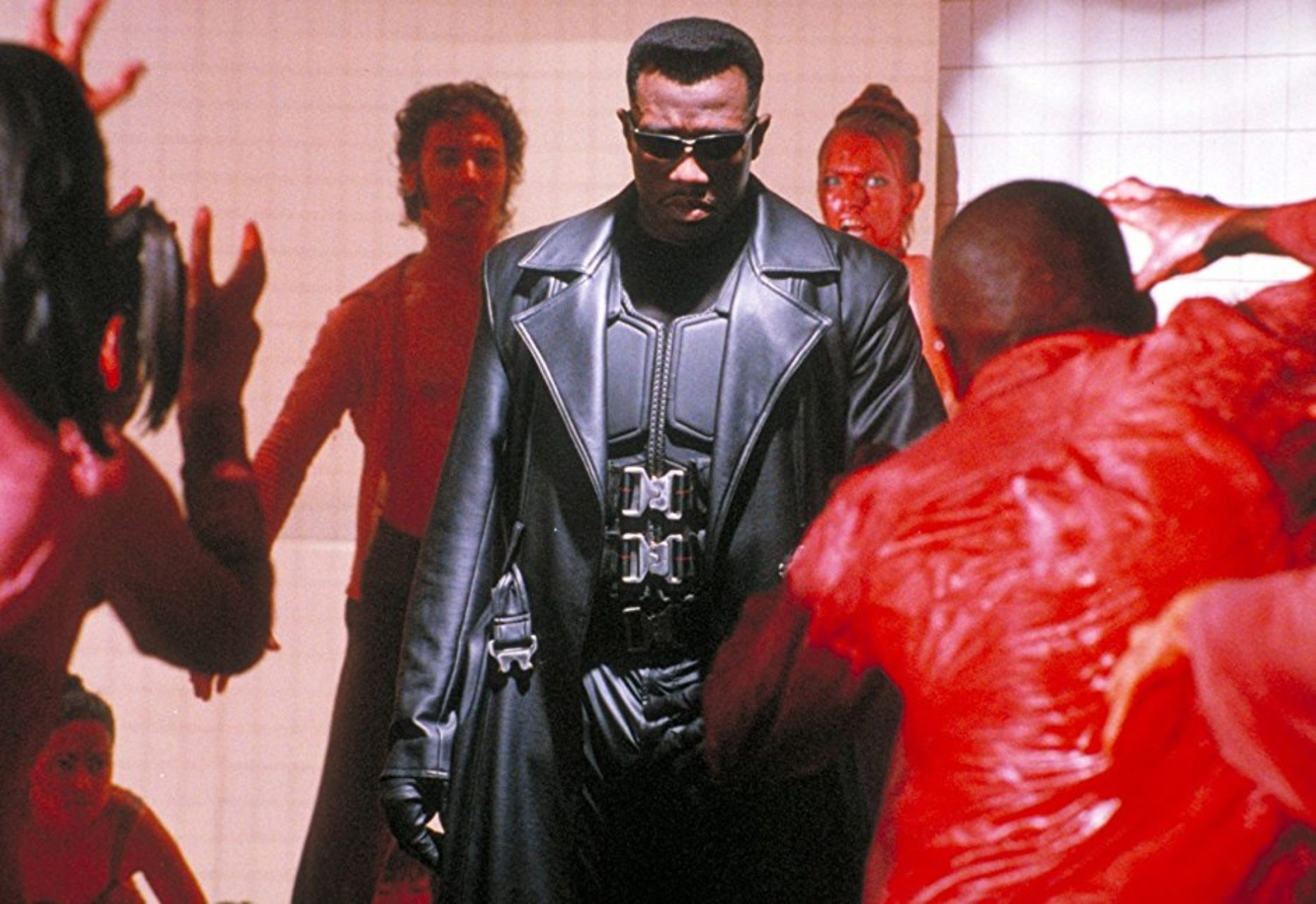 Wesley Snipes eliminates a nightclub of vampires in Blade (1998)