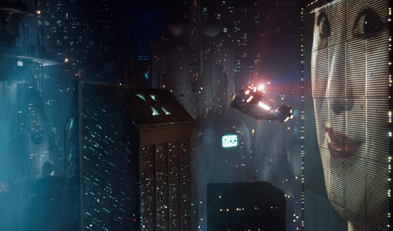 Spinners in the sky in Blade Runner (1982)