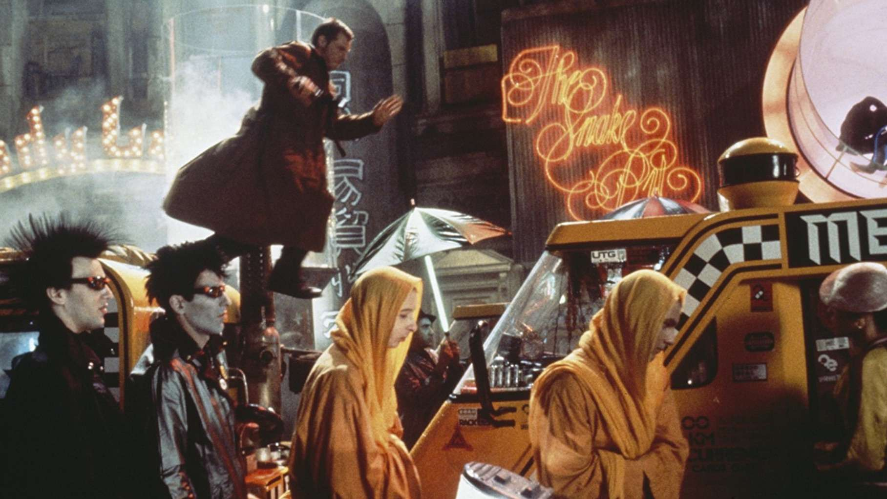 Harrison Ford in pursuit of replicants in Blade Runner (1982)