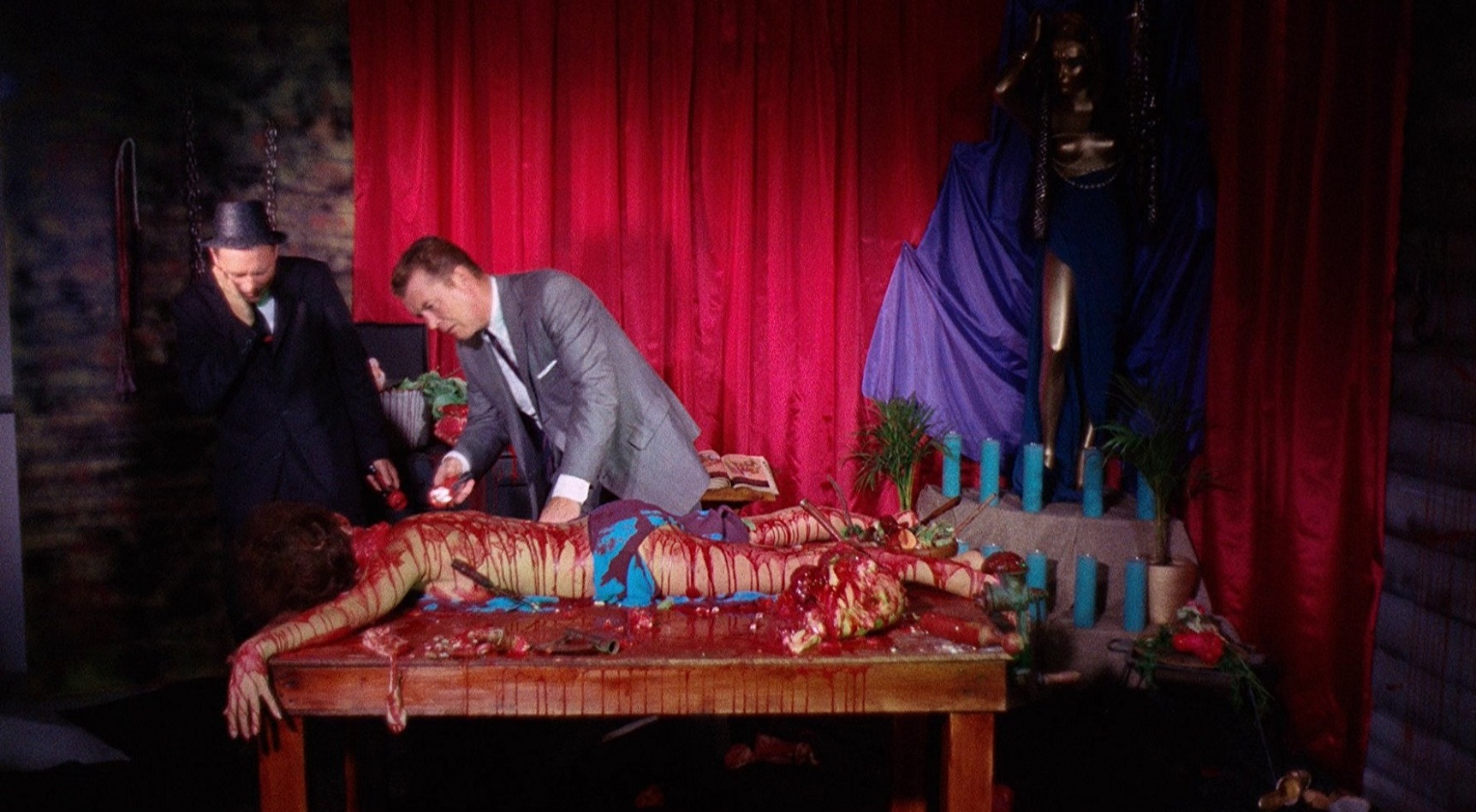 Detectives discover one of Fuad Ramses' victims in Blood Feast (1963)