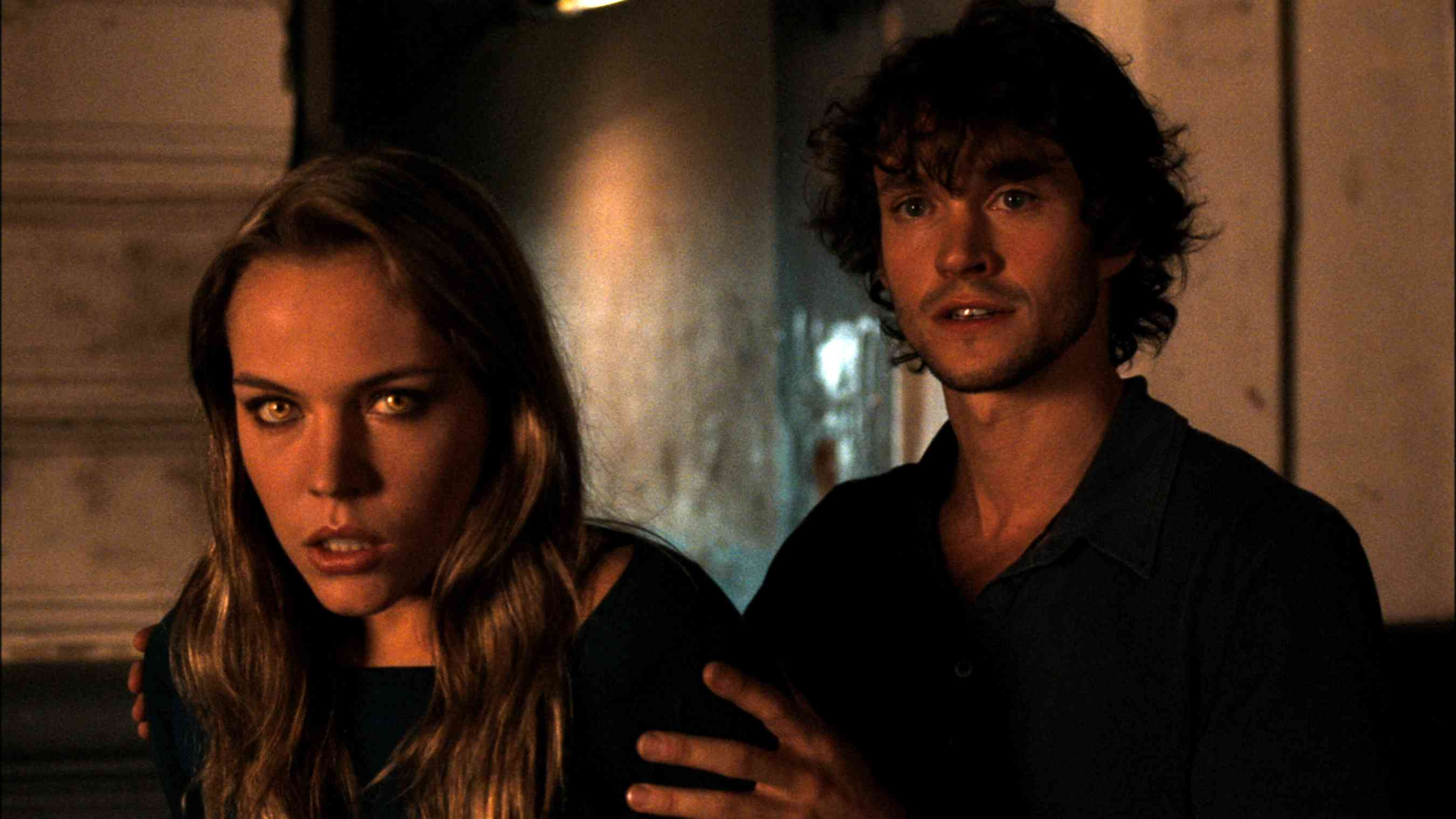 Werewolf Agnes Bruckner and human companion Hugh Dancy in Blood and Chocolate (2007)