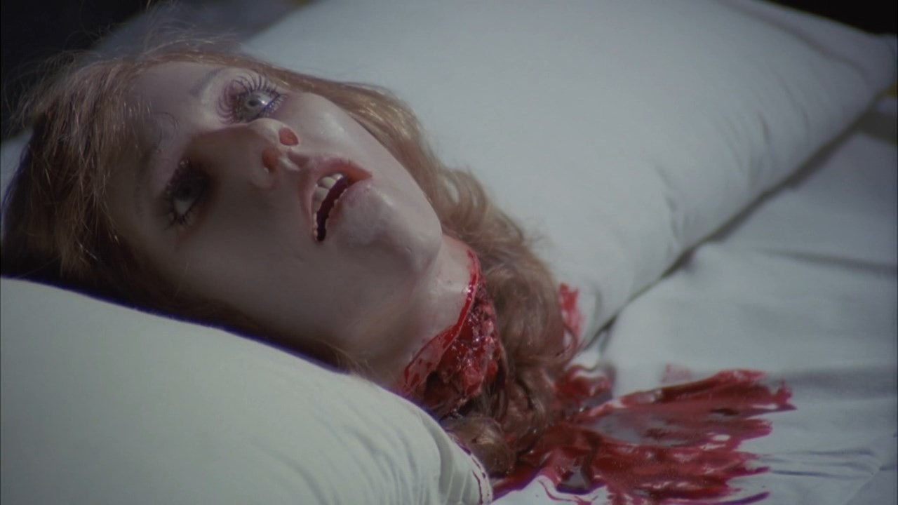 Severed head in the bed in Bloody Moon (1981)