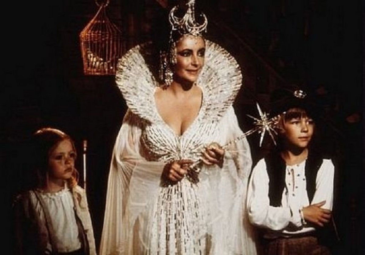 Elizabeth Taylor as Light with Mytyl (Patsy Kensit) and Tytyl (Todd Lookinland) in The Blue Bird (1976)