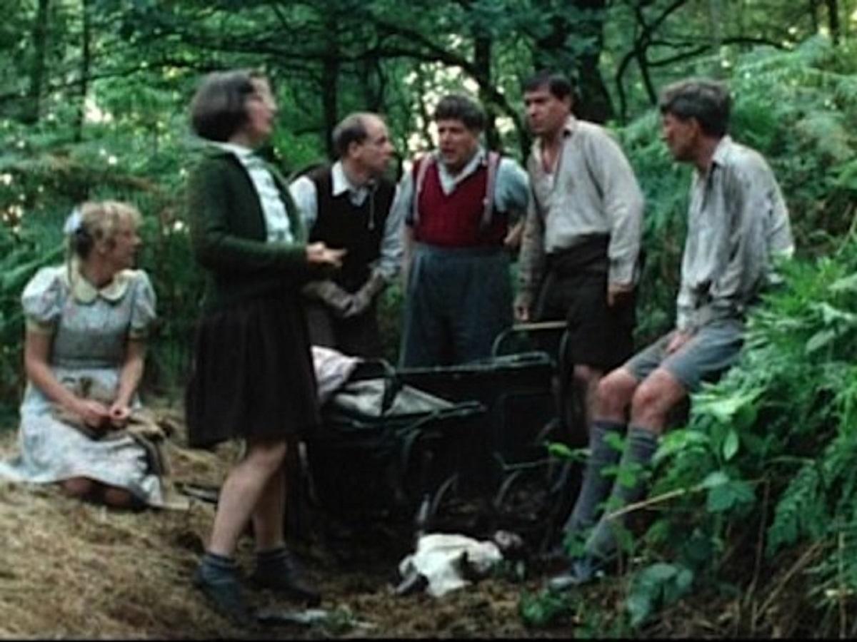 Helen Mirren, Janine Duvitski, John Bird, Colin Welland, Michael Elphick and Robin Ellis as children in Blue Remembered Hills (1979)