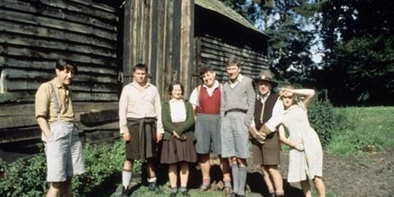 Colin Jeavons, Michael Elphick, Janine Duvitski, Colin Welland, Robin Ellis, John Bird and Helen Mirren in Blue Remembered Hills (1979)