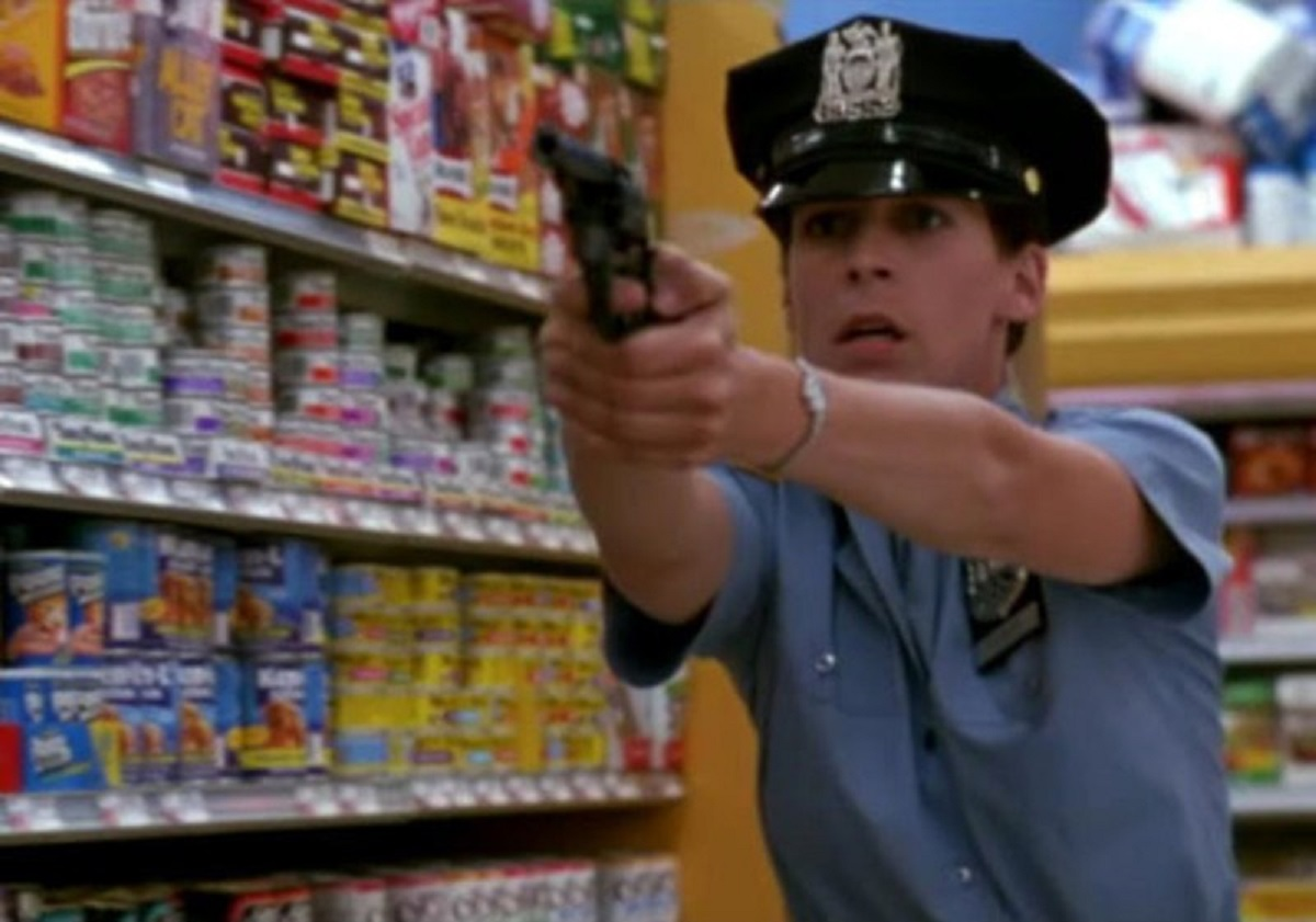 Rookie cop Jamie Lee Curtis sets out to stop a convenience store robbery on her first day on the job in Blue Steel (1990)