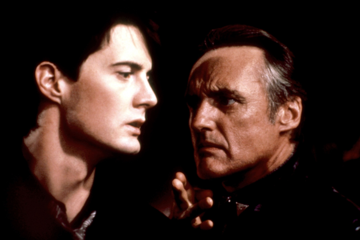 (l to r) Jeffrey (Kyle MacLachlan) and Frank (Dennis Hopper) in Blue Velvet (1986)